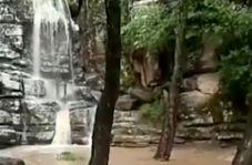 آبشار زیبا و فصلی «کرنگ کفتر» در مینودشت
