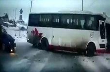 تصادف شدید به دلیل دویدن یک دختر 15 ساله به وسط اتوبان