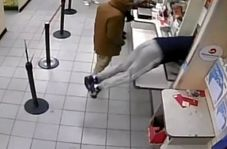 لحظه سرقت باند سارقان از اداره پست!