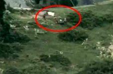 لحظه خارج کردن اجساد نظامیان پاکستانی از خاک هندوستان