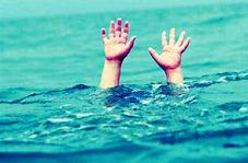 نجات معجزه آسا دختر بچه از سیلاب