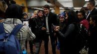 هدف نخست وزیر کانادا از گرفتن سلفی با مسافران مترو چیست؟