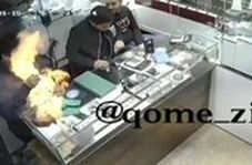 لحظه انفجار موبایل در یک طلافروشی در قم