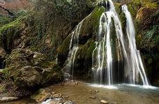 نمایی از آبشار خزهای کبودوال در قاب دوربین