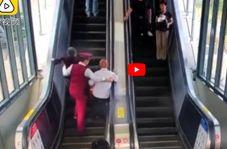 لحظه در خطر قرار گرفتن زن و مرد سالخورده در مترو!
