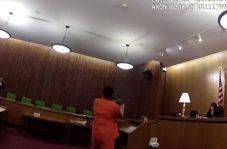 اقدام عجیب متهم در جلسه دادگاه!