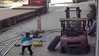 آسیب دیدن مادر و کودک در انفجار وحشتناک لاستیک تریلی