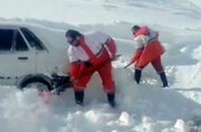 نجات راننده پراید ۲ روز پس از مدفون شدن در برف کوهرنگ