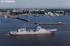 رژه نظامی روسها با حضور پوتین
