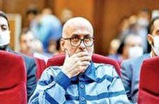 مبهوت شدن چهره طبری هنگام آشکار شدن واقعیت پس از قسمهای دروغی که در دادگاه خورده بود