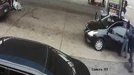 لحظه حمله مرد شیطان صفت به زن جوان در پمپ بنزین!