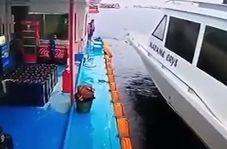 جان سالم به در بردن یک مرد از تصادف وحشتناک دو کشتی + فیلم