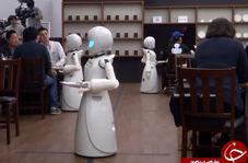 رباتهای گارسن عصای دست رستوران دار معلول