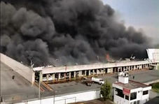وقوع آتش سوزی مهیب در انبار پارچه