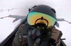 لحظه برخورد صاعقه با خلبان F-18