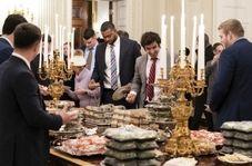 ضیافت ترامپ برای فوتبالیستها با همبرگر و سیبزمینی سرخ کرده!