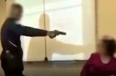 حمله دانش آموز با اسلحه به معلم سر کلاس!
