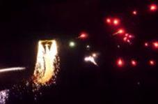 آتش بازی هوایی با هواپیما همراه با پرتاب فشفشه و لیزر