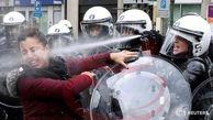 رفتار خشونت آمیز پلیس فرانسه با یک زن فرانسوی