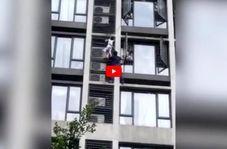 لحظه نجات کودک آویزان از طبقه هفتم آپارتمان!