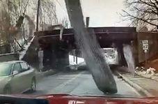 طوفان قدرتمند سقف یک خانه را از جا کند