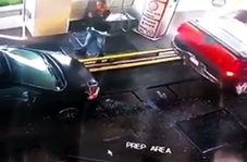 مردی که تا یک قدمی له شدن پیش رفت تا از تصادف دو خودرو جلوگیری کند