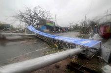 خنده هندیها در میان طوفان