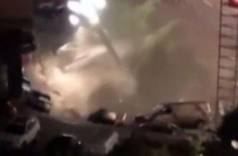 دفن شدن ۲۱ خودرو در زمین + فیلم